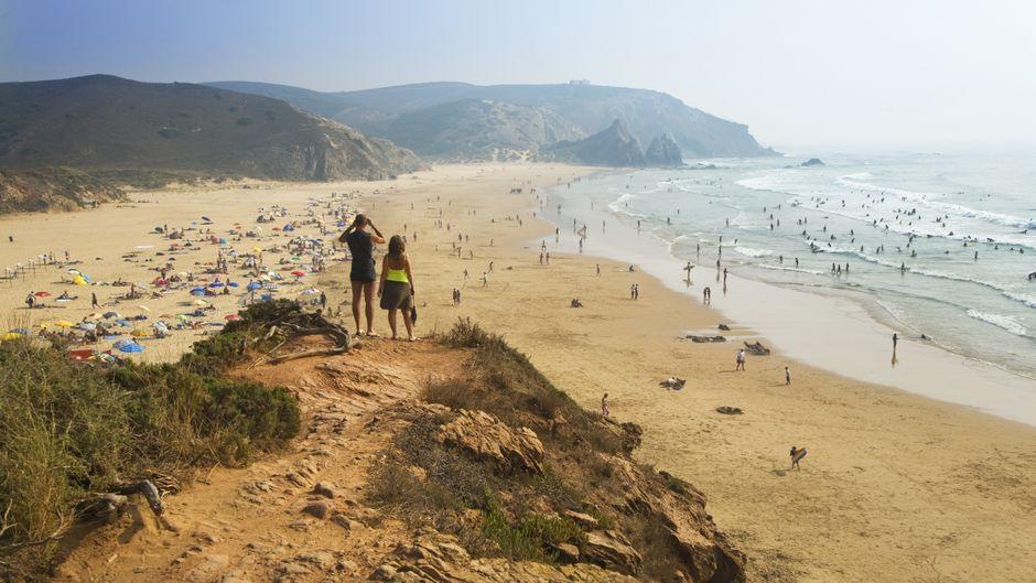 Die Algarve ist ein beliebtes Reiseziel für den Strandurlaub.