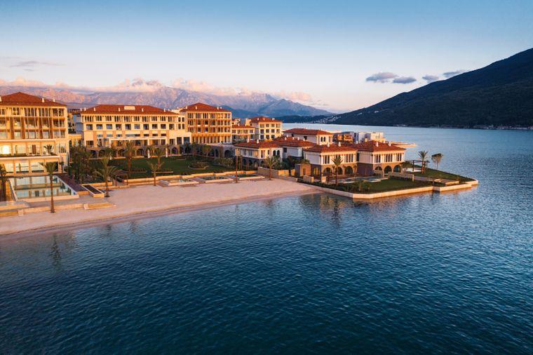 Was für ein Blick: Im März 2021 eröffnet das One&Only Portnovi direkt an der Bucht von Kotor.