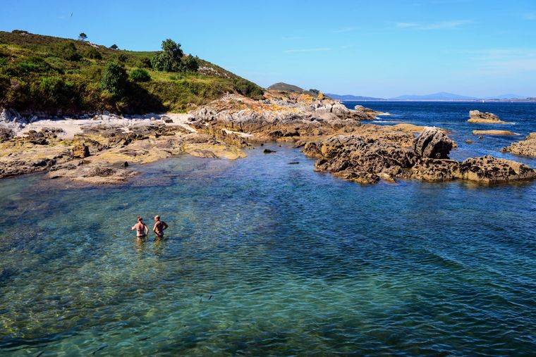 Die Insel Ons punktet mit unzähligen Buchten und türkis Wasser.