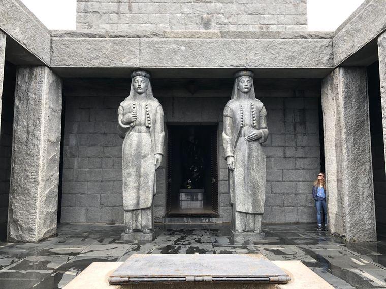 Das monumentale Mausoleum von Petar II. auf dem Berg Jezerski Vrh zeigt dessen Bedeutung für die Montenegriner.