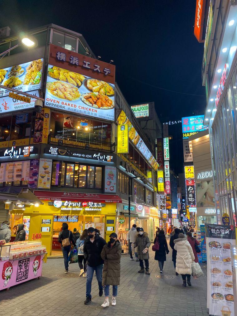 In den Straßen von Seoul ist immer etwas los – die Metropole in Südkorea scheint nie zu schlafen.