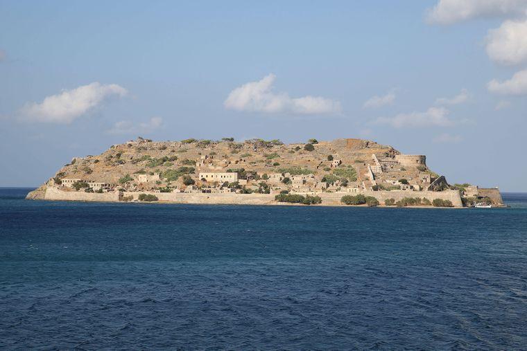 Die Insel Spinalonga solltest du dir mal näher anschauen.