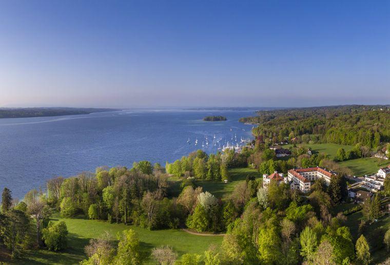 Schloss Possenhofen und Freizeitgelände Paradies am Starnberger See, Bayern.