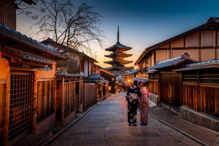Die Geschichte des Tempels reicht weit zurück. Im Jahre 645 wurde er von Priester Shōkai erbaut.