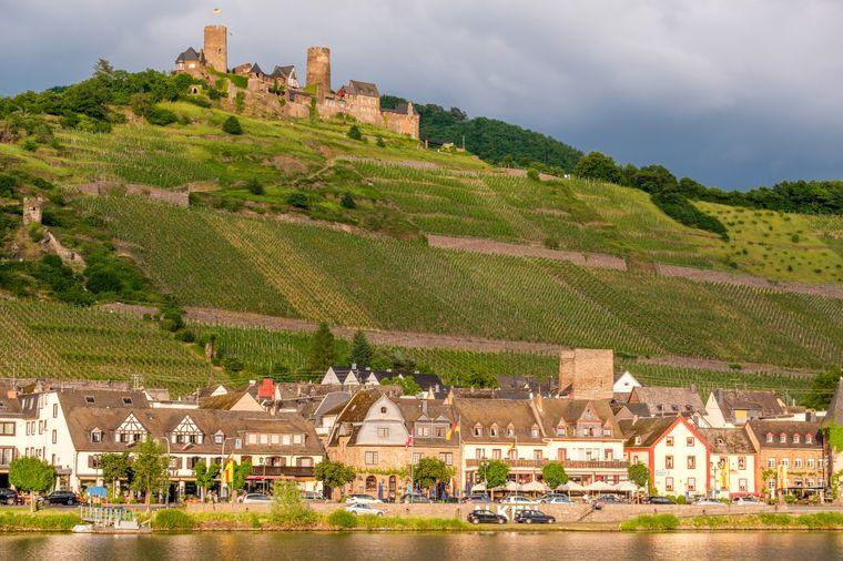 Die Burg Thurant oberhalb der Mosel ist die einzige Doppelburg der Region.