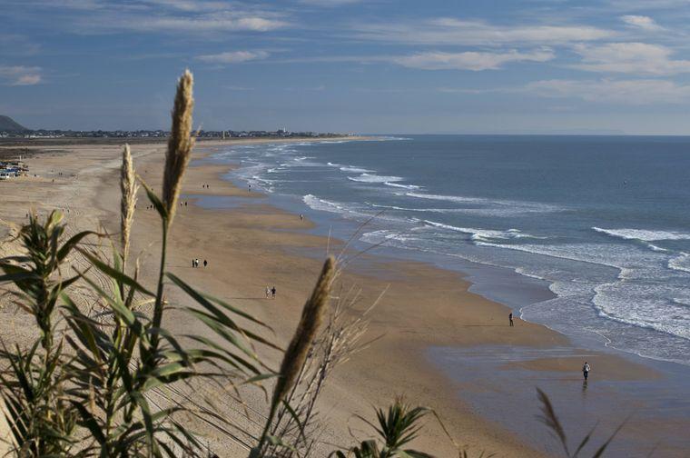 Der Playa de Fontanilla mit seinem goldenen Sand.