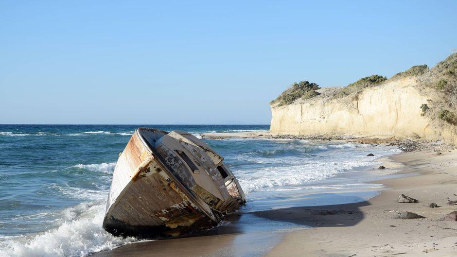 Schiffswrack am Strand auf Kos.