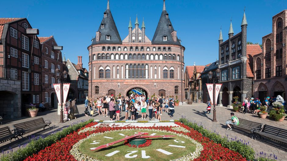 In Schleswig-Holstein gibt es viele Attraktionen für Familien. Der Hansa-Park in Sierksdorf etwa ist einer der größten Freizeitparks des Landes.