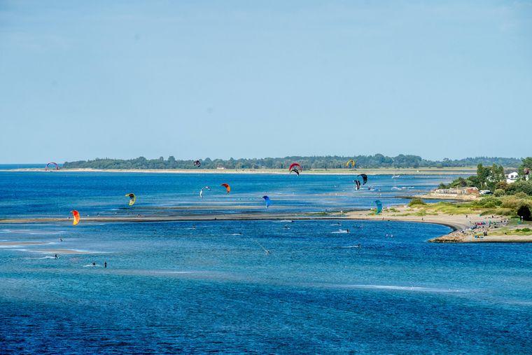 Die Kieler Förde und vor allem der Urlaubsort Laboe sind bekannte Wassersportregionen.