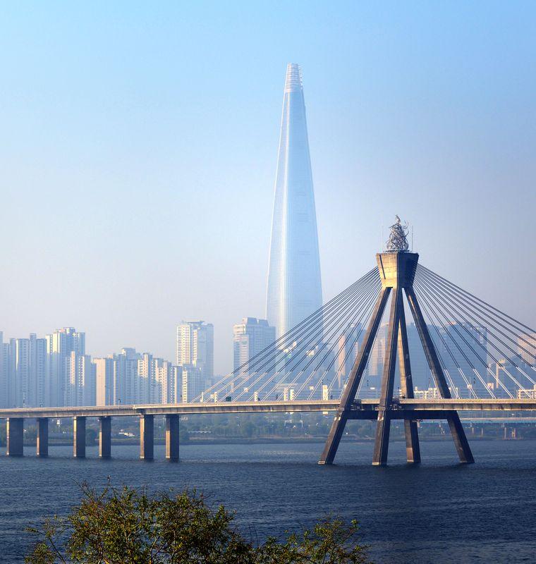 Was für ein Blickfang: Der Lotte World Tower überragt das moderne Seoul.
