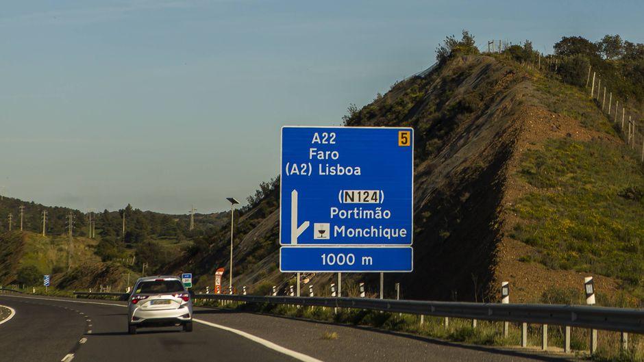 Die Autoestrada A22 oder Auto-Estrada Via do Infante de Sagres ist eine Autobahn an der Algarve in Portugal.
