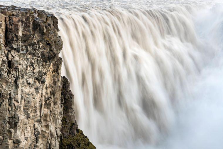 Der größte und stärkste Wasserfall ist der Dettifoss.