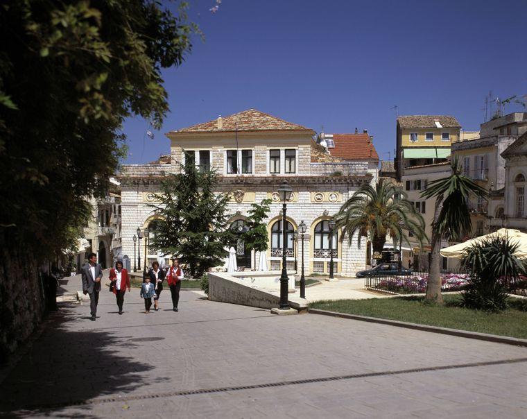 Das Rathaus von Korfu-Stadt ist eine der Sehenswürdigkeiten des Ortes.