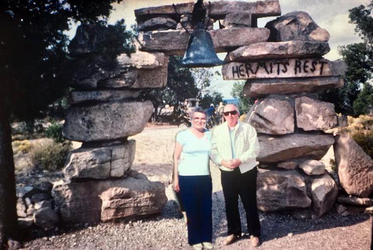 """Rosy und ihr Ehemann Ralph am """"Hermits Rest"""" im Grand Canyon Nationalpark"""