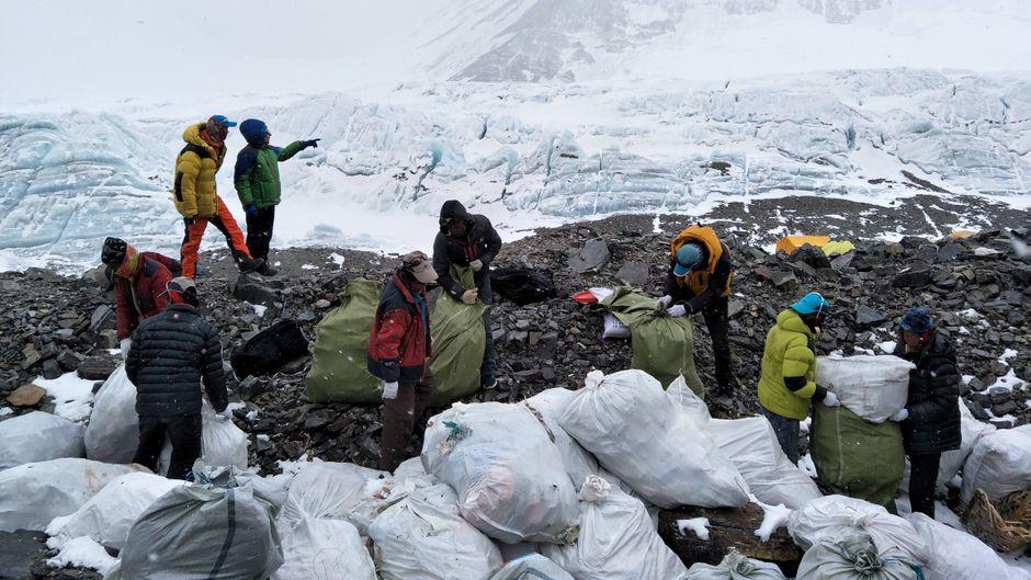 Rund 35.000 Kilogramm Müll liegen in den Bergen.