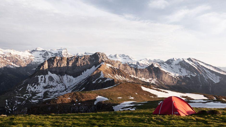 Zelten vor Bilderbuchkulisse – Wildcamping macht's möglich. (Symbolfoto)