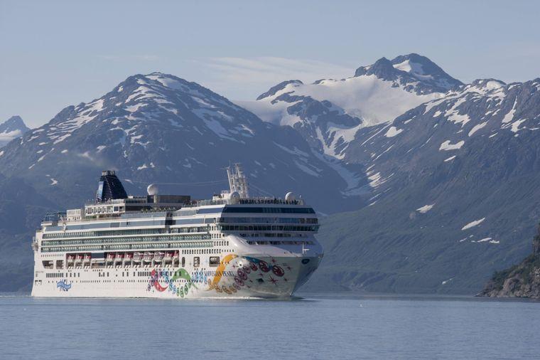 """Die """"MV Norwegian Pearl"""" auf dem Weg zum Margerie-Gletscher in der Glacier Bay."""