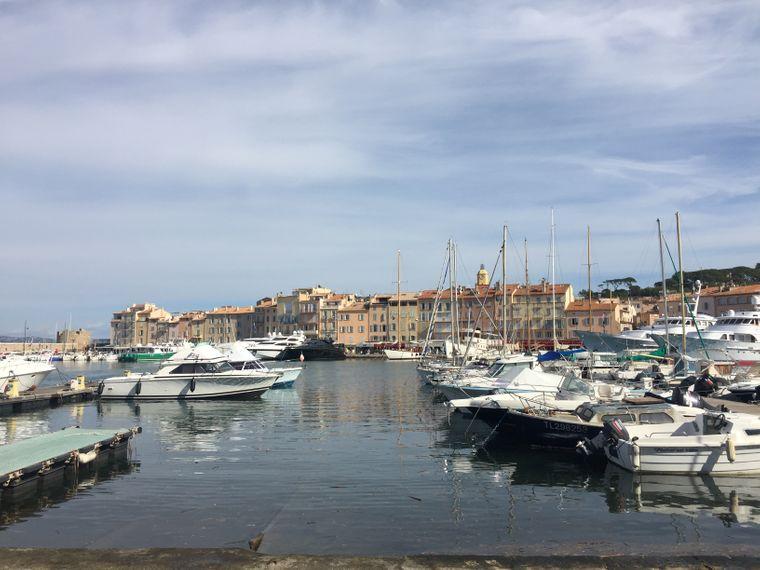 Yacht-Parade im Hafen von Saint-Tropez