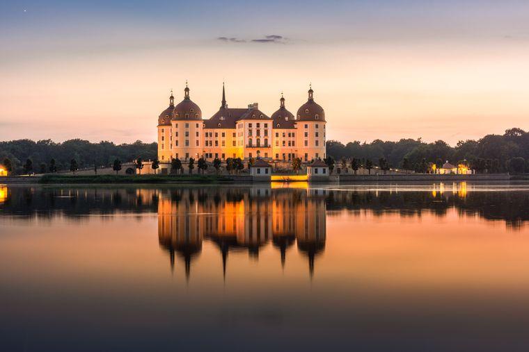 August der Starke ließ Schloss Moritzburg im 18. Jahrhundert zu einem prunkvollen Jagddomizil umbauen