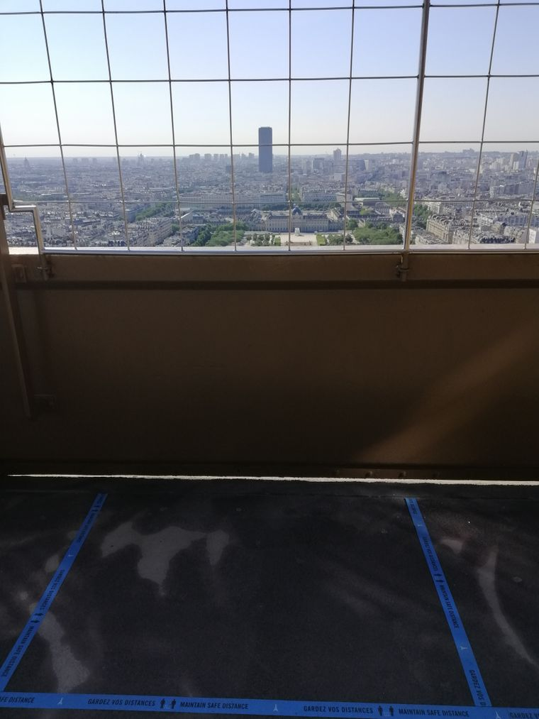 Abstand halten beim Blick auf Paris!