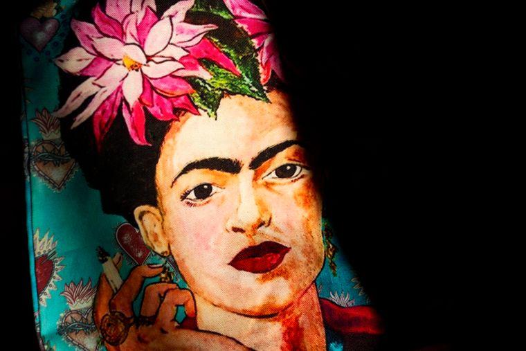 Frida Kahlos Kunst beeindruckte vor allem mit grellen Farben und den markanten Augenbrauen.