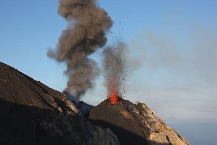 Der Stromboli ist der aktivste Vulkan Europas. 2014 kam es zur letzten großen Eruption.