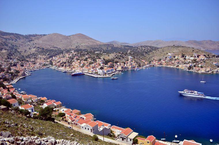 """Die griechische Insel Symi wird auch als """"Perle der Ägäis"""" bezeichnet."""
