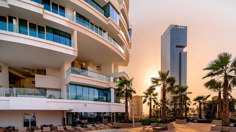 Nur einer von insgesamt 269 Pools im neuen Five Jumeirah Village Hoel.