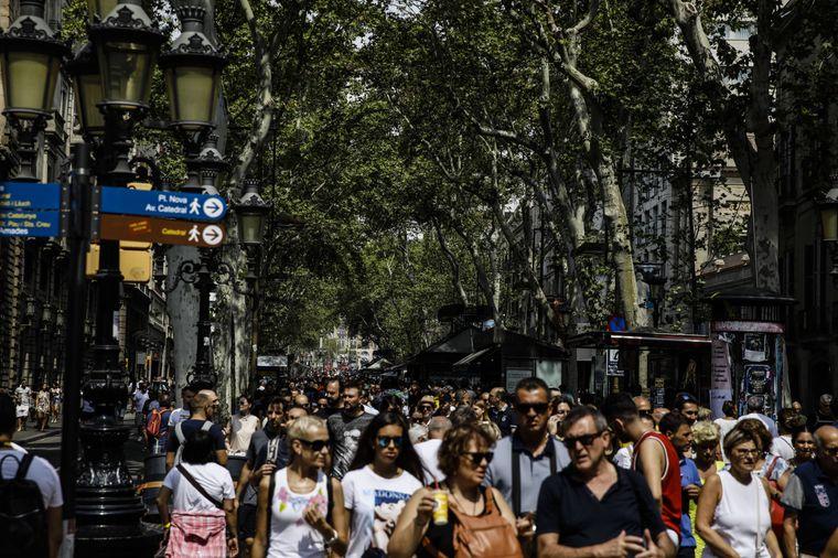 Touristen in der Innenstadt Barcelonas.