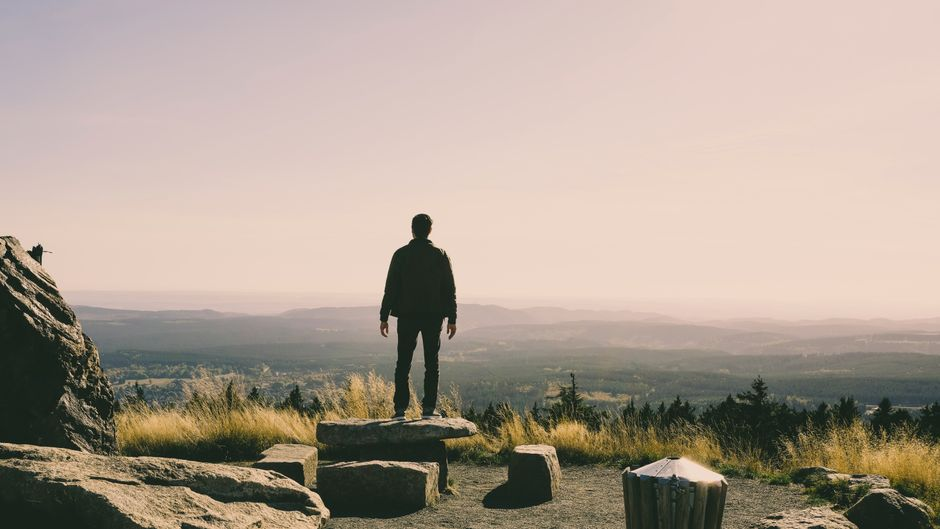 Höhepunkt jeder Harz-Wanderung: auf einem Gipfel stehen und die Aussicht genießen.