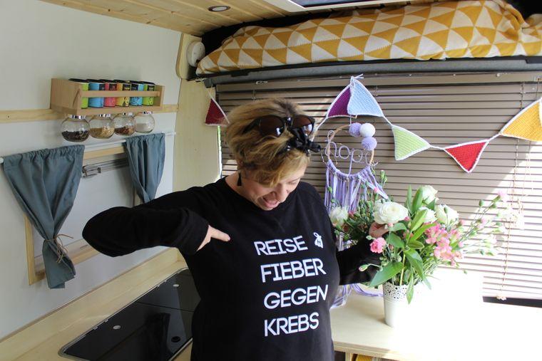 Andrea Voß ist im Reisefieber. Mit Merchandise finanzieren sie einen kleinen Teil des Projektes.
