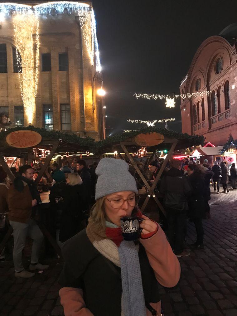 Leo Bartsch auf dem Lucia Weihnachtsmarkt in der Kulturbrauerei (Prenzlauer Berg) in Berlin.
