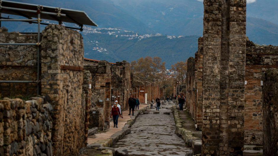 """Lange blieb das """"Juwel der Stadt"""" der Öffentlichkeit verschlossen. Seit Kurzem dürfen Besucher entlang der Via del Vesuvio ein weiteres Stück Geschichte Pompejis begehen."""