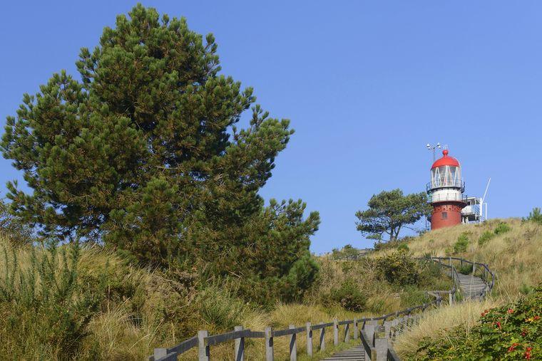 Der Leuchtturm auf Vlieland auf der 40 Meter hohen Düne.