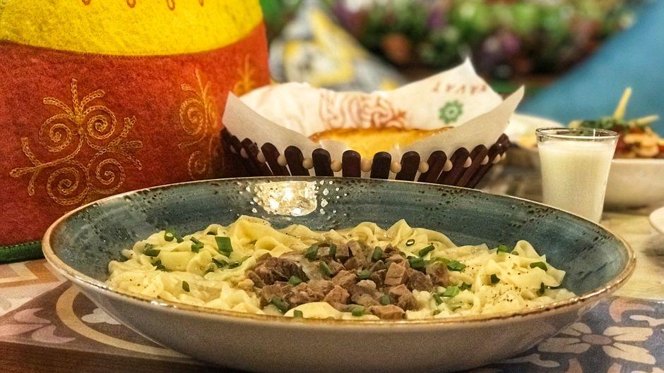 Beschbarmak ist eines der traditionellen Hauptgerichte der kirgisischen Küche.