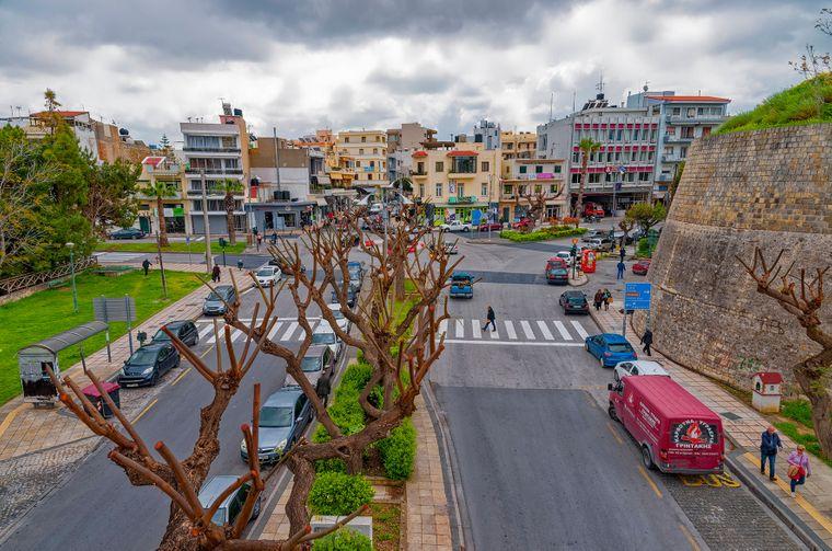Die Stadtmauer mit dem Neues Tor in Heraklion.