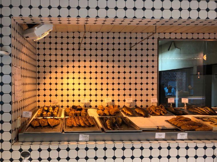 Frisch aus dem Rauch: Die Auslage bei Fisch Föh.