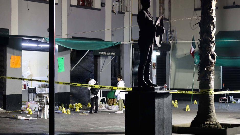 Die Polizei sperrte die Plaza Garibaldi ab.