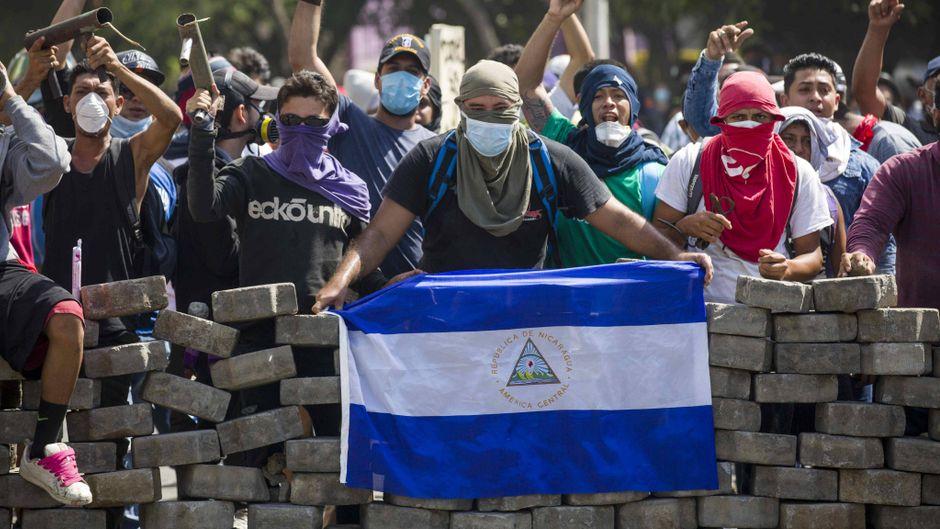 Die Demonstranten in Nicaragua errichten Straßenblockaden in der Hauptstadt.
