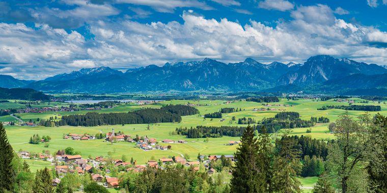 Die wunderschöne Landschaft von Füssen in Bayern ist bei vielen Urlaubern beliebt.