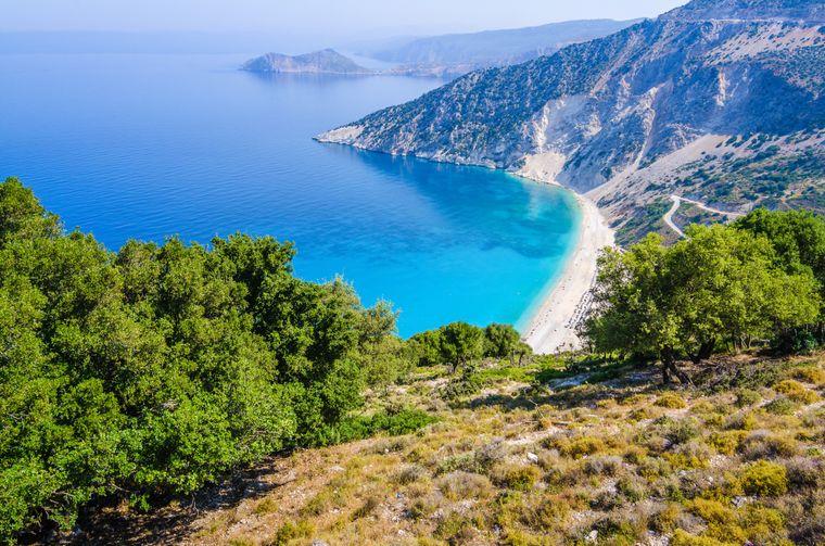 Die Mirtos-Bucht steht unter Naturschutz – hier findest du bestimmt ein einsames Fleckchen am Strand.