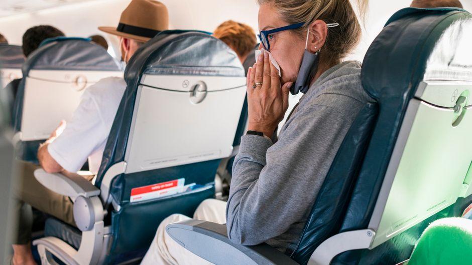 Wer kurz vor dem Flug krank wird, sollte genau auf seinen Körper hören. (Symbolbild)