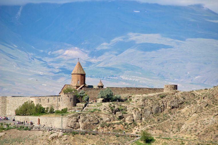 Kloster Chor Virap, ein berühmter Wallfahrtsort nahe der türkischen Grenze, der eng mit der Legende des Heiligen Grigor verbunden ist.