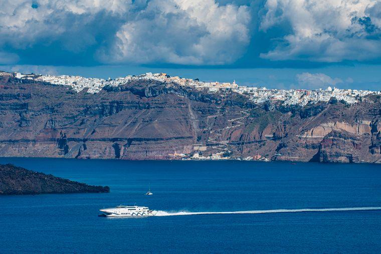 Die beeindruckende Caldera auf Santorini.