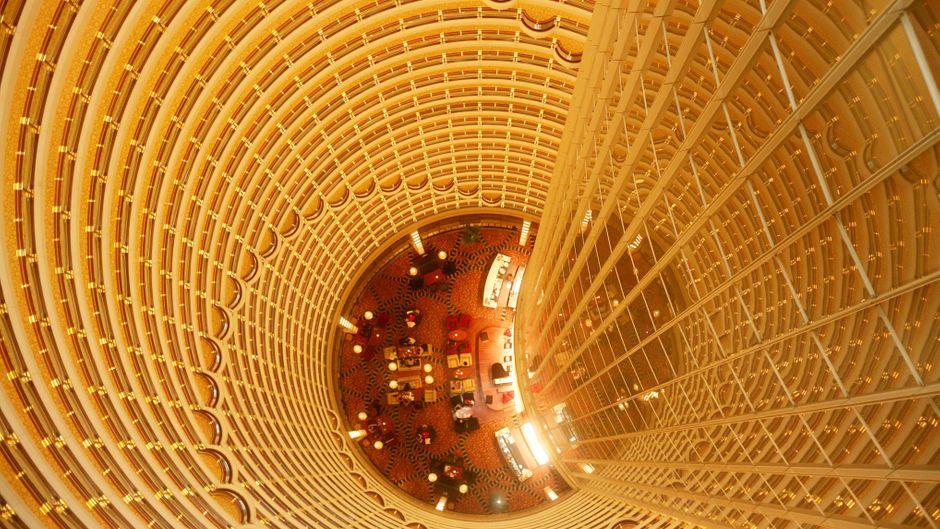 "Blick in die Lobby des ""Grand Hyatt Shanghai""."