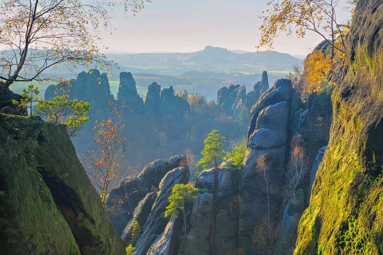 Kaum zu toppen: eine herbstliche Wanderung durch das Elbsandsteingebirge in Sachsen.