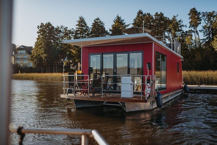 Das Floating Home in Fürstenberg ist der ideale Ausgangspunkt für Entdeckungstouren auf der Mecklenburgischen Seenplatte.