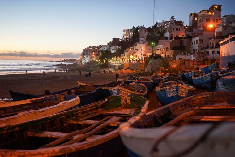 Abendstimmung am Strand von Taghazout in Marokko.