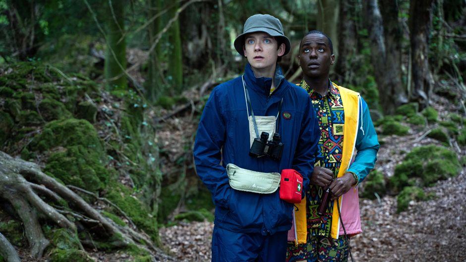 """Schauspieler Asa Butterfield und Ncuti Gatwa in einer Szene aus Staffel 2 der Netflix-Serie """"Sex Education""""."""