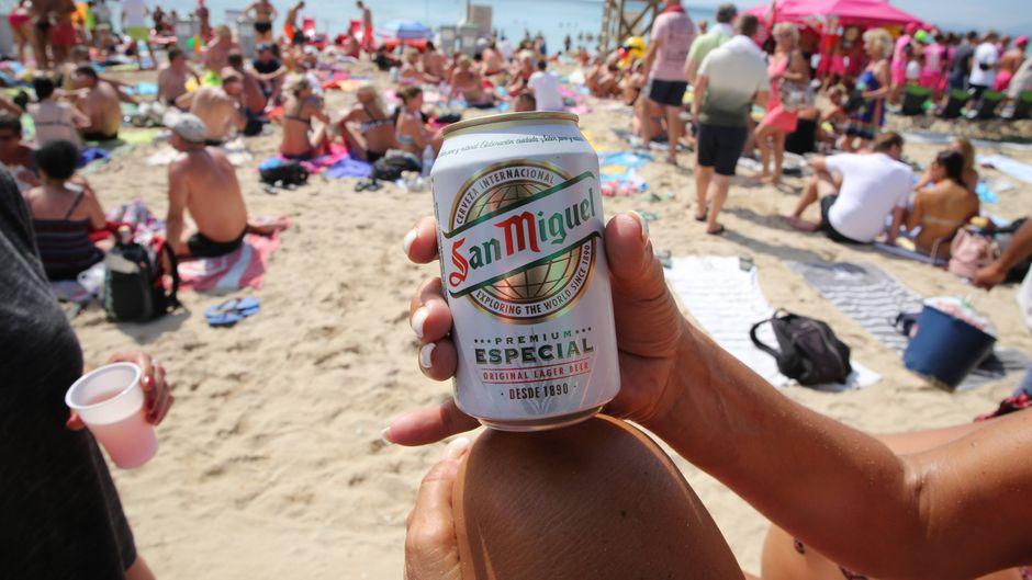 Dürfen Mallorcas Party-Touristen bald gar nicht mehr trinken? (Symbolfoto)